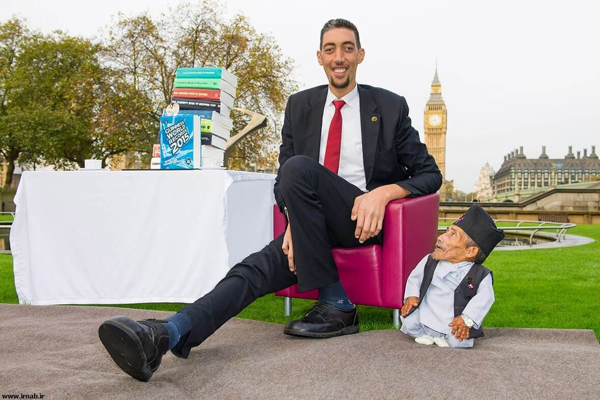 tallest living man near shortest living man بلندقدترین و کوتاه قدترین مردان جهان در کتاب گینس